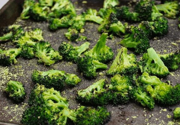 Roasted Broccoli (with nutritional yeast)
